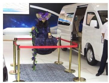 新疆车展 悬浮大师高清图片